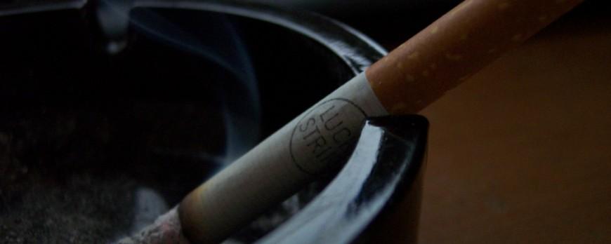 Fumatul poate contribui la menopauza precoce